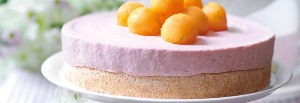Торта с ягодов мус и пъпешова глазура
