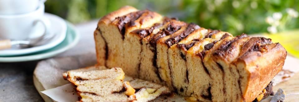 Хляб с мая с марципанова и шоколадова плънка