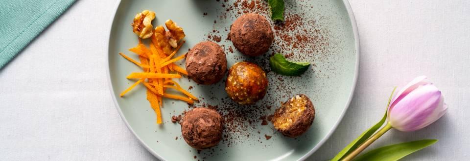 Сурови бонбони от фурми,  джинджифил, ядки, сушени плодове и кори от портокал – по рецепта на шеф Манчев