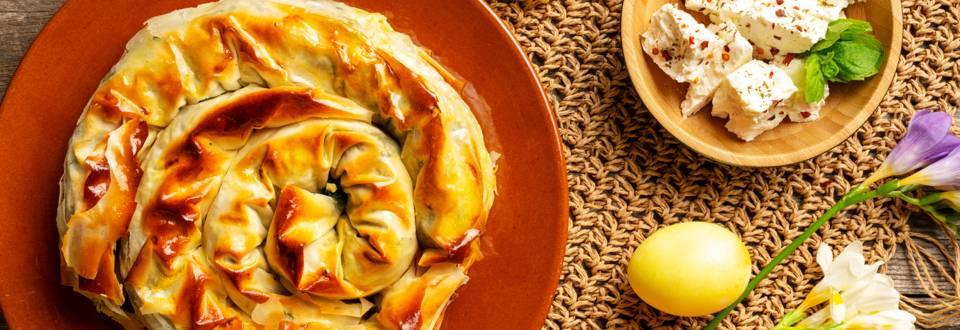 Вита баница с лапад и сирене