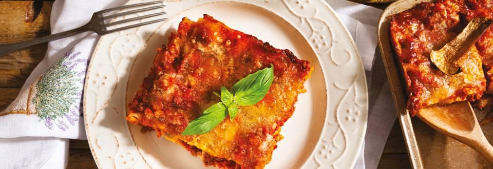 Лазаня с доматен сос, кайма и сирена