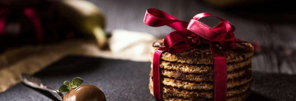 Постни бисквити с фъстъчено масло, банан и парченца шоколад