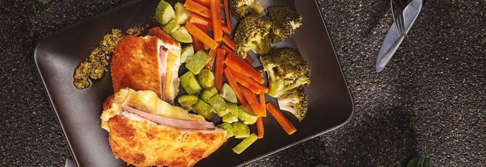Свинско кордон бльо със задушени зеленчуци