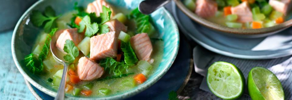 Супа от савойско зеле и картофи със сьомга