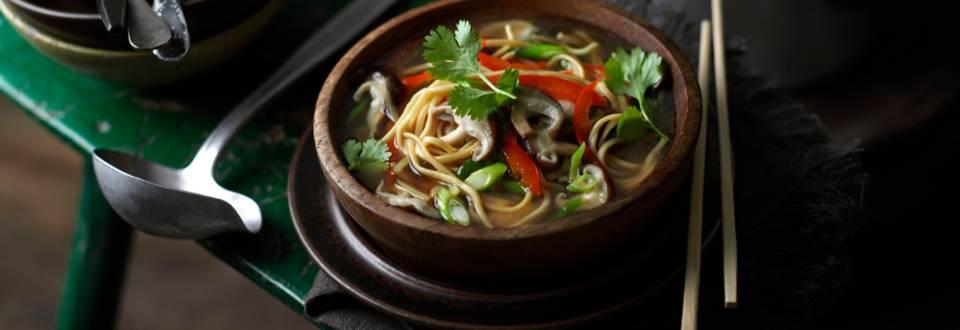 Азиатска супа с нудели и гъби шийтаке