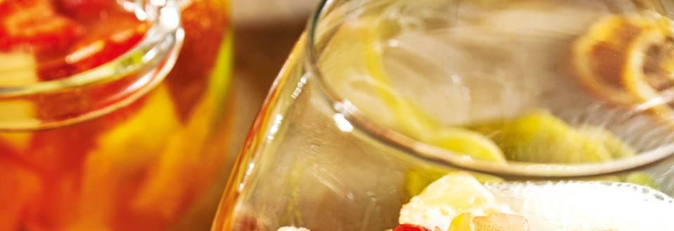 Плодово консоме с пенливо вино и ванилов сладолед