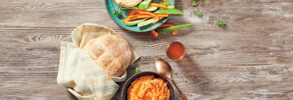 Хумус с чушки и пикантно кисело мляко