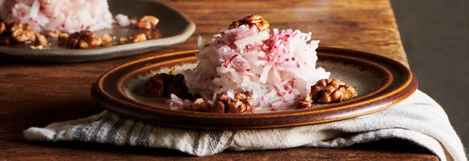 Салата от ряпа с печени орехи в ракия по рецепта на шеф Шишков